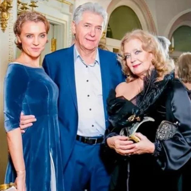 Актеру Сергею Мартынову 68 лет: как ушел к Ирине Алферовой и за 25 лет брака вырастил с ней 4-х детей