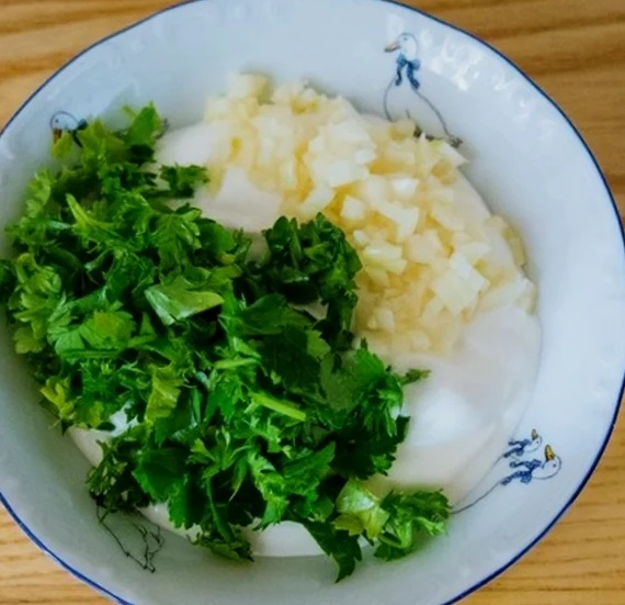 Нашла новый рецепт и теперь готовлю вкусную и ароматную тыкву в сметанно-чесночном соусе каждую неделю