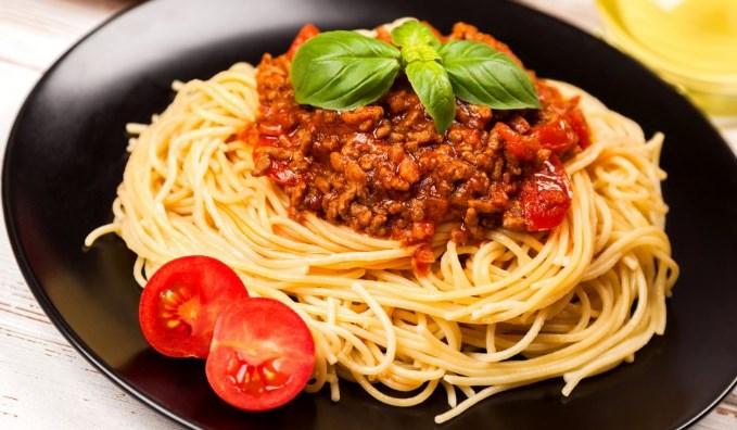 Паста болоньезе с фаршем и томатной пастой