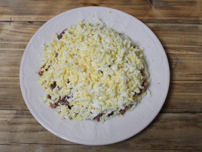 Салат каприз с мясом