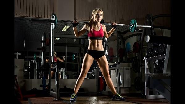 Программа тренировок в тренажерном зале для девушек. Инструкция для начинающих