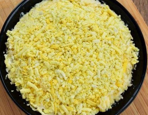 """Салат """"Подсолнух"""": классический пошаговый рецепт с чипсами"""