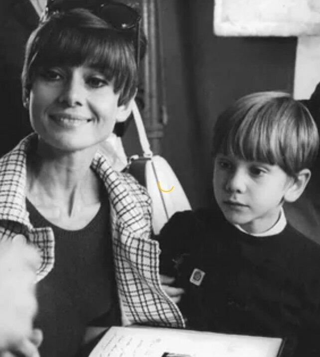 Лука Дотти - младший сын Одри Хепберн. Как сложилась у него жизнь