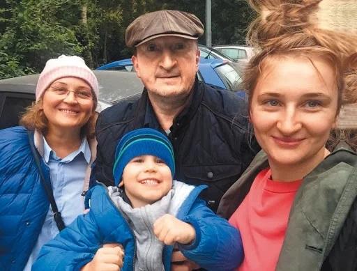 Александр Лыков с семьей