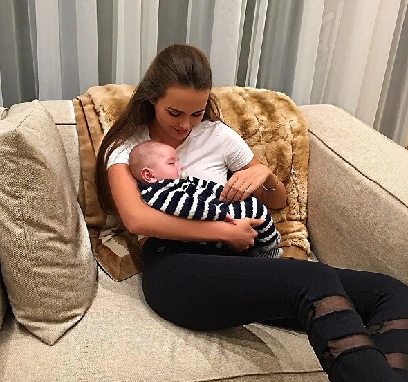Ксения Дели с ребенком