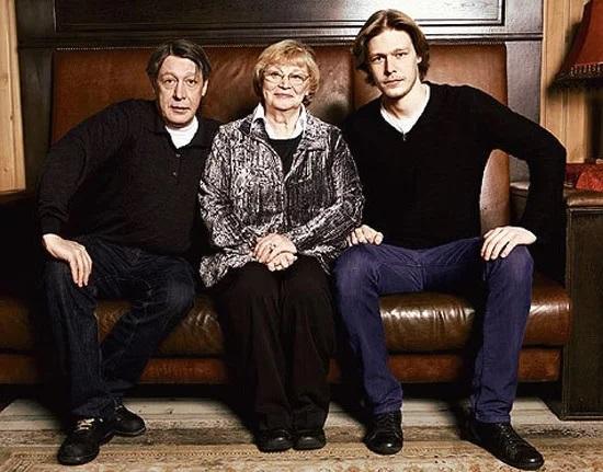 Михаил Ефремов с сыном и женой