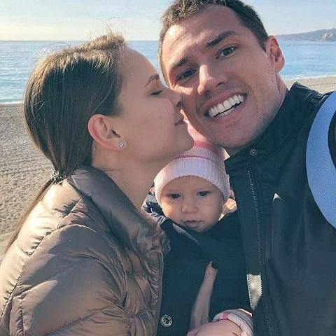 Тимур Еремеев с женой и дочерью